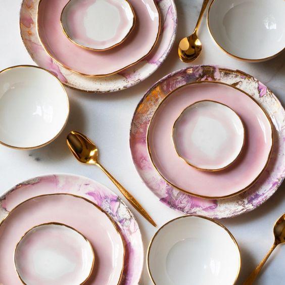 Coup de coeur pour les touches dorées sur le service à vaisselle Suite One Studio.: