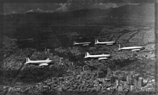 Despues de reparar aviones se concentraron en el Aeropuerto Central de la Ciudad de Mexico logrando que 60 aviones volaran durante el desfile militar del 16 de Septiembre de 1955