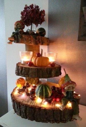 Herfst etagere met oa kaarsjes lichtjes en kalebassen for Boomstamschijven decoratie