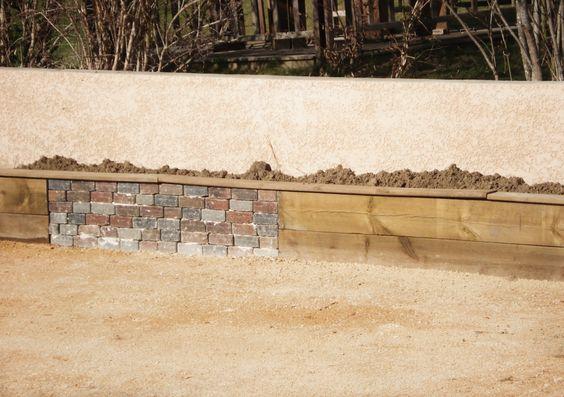 Mur de soutenement en bois et pierre for Pierre et bois construction