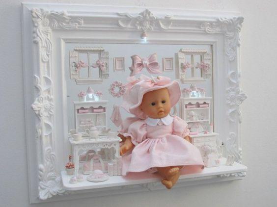 Girl 84 – Quadro 55×65 com fundo de espelho e boneca