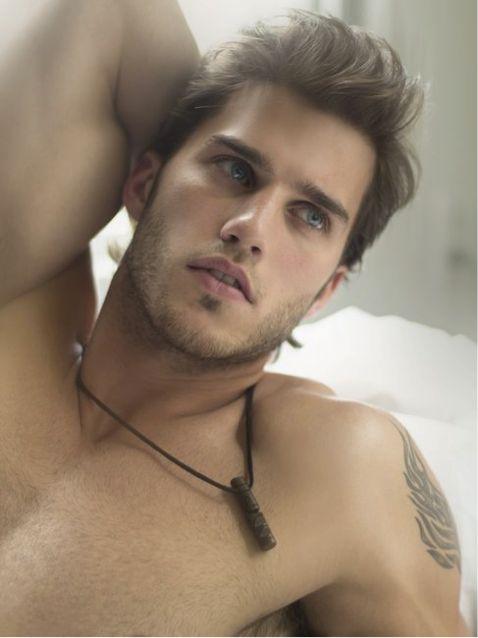 thuylinh brownhair gay