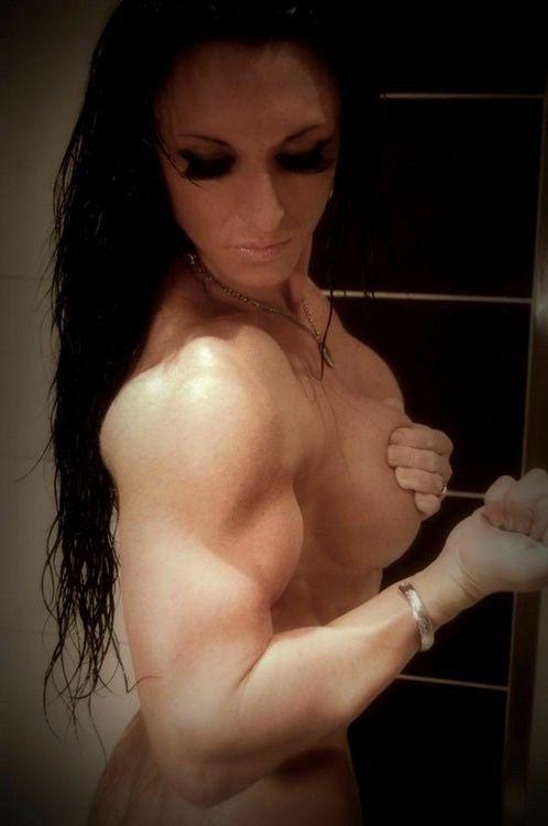 #Bodybuilderin mit krassen #Bizeps :) Der beste #Fatburner für schnelle Fettverbrennung ist #Ephedrin HCL! Hier günstig bestellen: http://shredded-n.fit/E-HCL