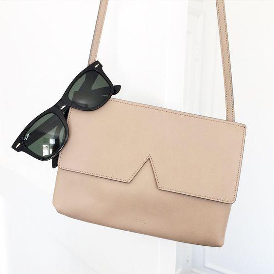 classic sunglasses & perfect nude bag #style #fashion #wayfarers