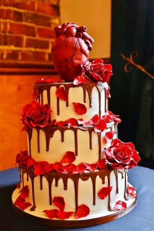 35 Inspiring And Dramatic Vampire Wedding Ideas - Weddingomania