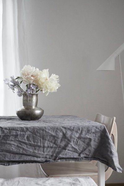 Der Mai auf SoLebIch | SoLebIch.de #interior #summer #realhomes #peonies #linnen #grey