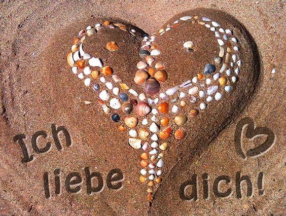Am 14. Februar ist Valentinstag. Finde hier noch mehr schöne Motive für den Tag der Liebenden: https://www.tucano-ecards.de/?page=category&category_id=4