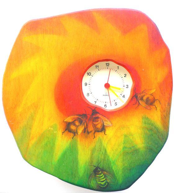 Allemaal beestjes op een klok van berkentriplex. All creatures on a clock of birch plywood . www.berkeblad,nl