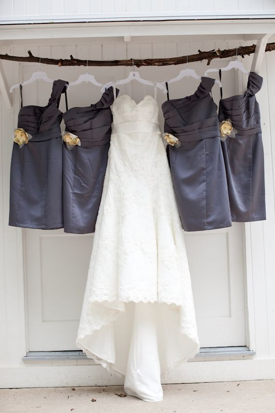 Nice wedding photo idea. Image via Wedding Collage on Tumblr.