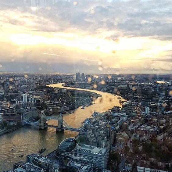 #London, you are golden just like the #Thames this evening. 😍 Another epic sunset captured from one of my fav view points, the @shardview. ☺👌 To see it live just tune into #Snapchat: @AlisinWorldLand 👻☺ Enjoy Lovelies and thanks so much for all the ❤! You are amazing! ☺😘