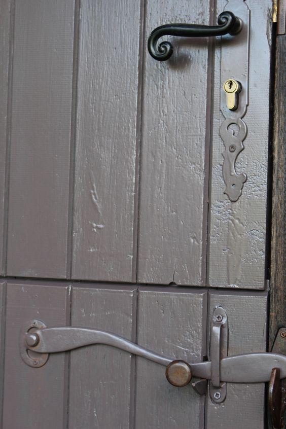 https://flic.kr/p/zD9AU9 | Porte d'entrée de la cabane, ferronerie faite maison