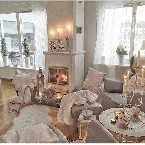 35 Lovely Roses Decor For Living Room In 2020 Gold Living Room
