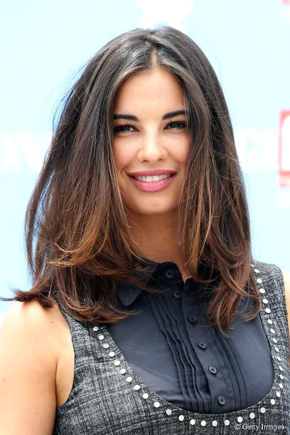 The 28 Best Medium Length Haircuts For Thick Hair Haircuts Length Medium Cabello Medio Pelo Medio Corto Look De Cabello