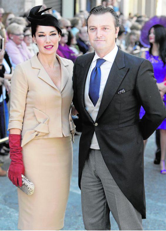 Otra de las más elegantes de la boda ha sido Raquel Revuelta con un dos piezas de Antonio García, guantes rojos y turbante de Patricia Buffuna. G3online