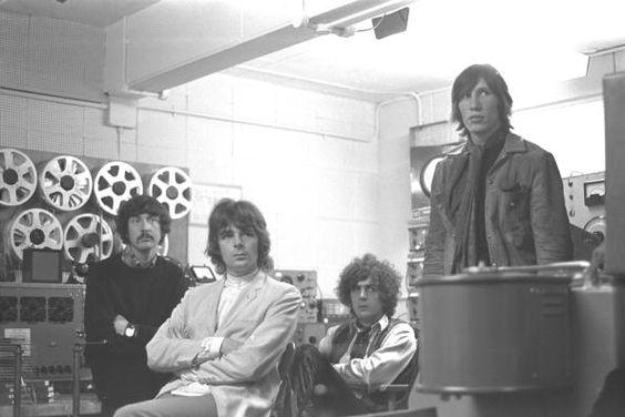 Pink Floyd Nick Mason 1967 Richard Wright Syd Barrett e Roger Waters nos estúdios da BBC
