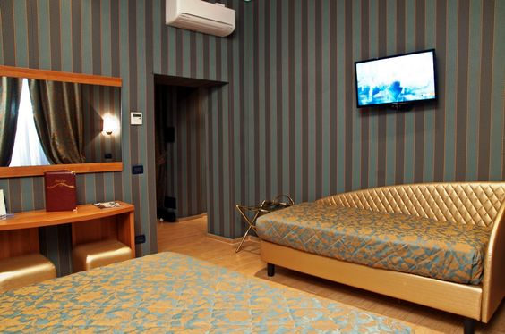 Triple Room at the Hotel Lirico. Ideal for families or friends.