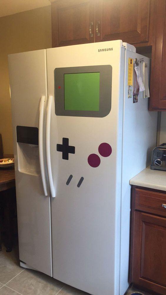 Des magnets pour transformer son frigo en Game Boy - http://www.2tout2rien.fr/des-magnets-pour-transformer-son-frigo-en-game-boy/