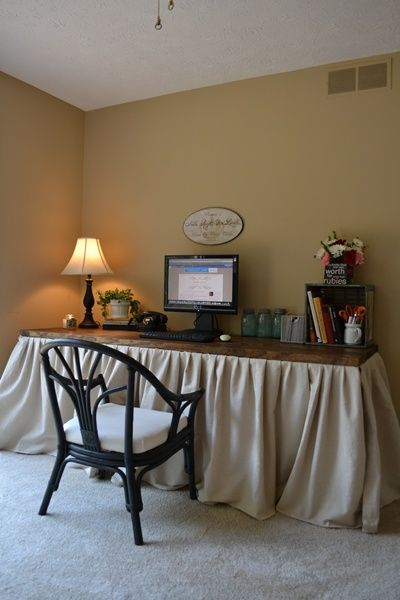 DIY Skirted Desk (I might use as a craft table!)