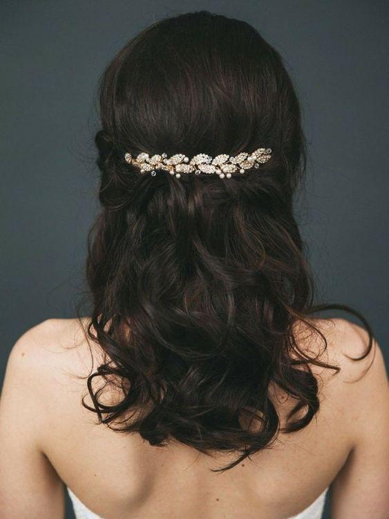 Accessoire cheveux mariage : 35 modèles de bijoux pour coiffure mariée, #Accessoire #bijoux #cheveux #coiffure #mariage #mariée #modèles #pour