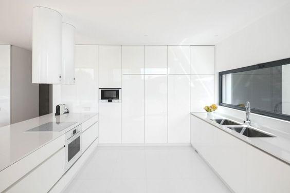 Raulino Silva Arquitecto Designs a Contemporary Home in Vila do Conde | HomeDSGN