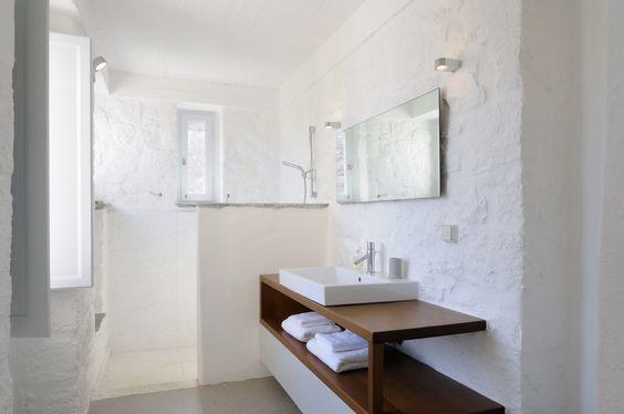 Reforma ba o r stico con lavabo sobre mueble al aire for Mueble lavabo desague suelo