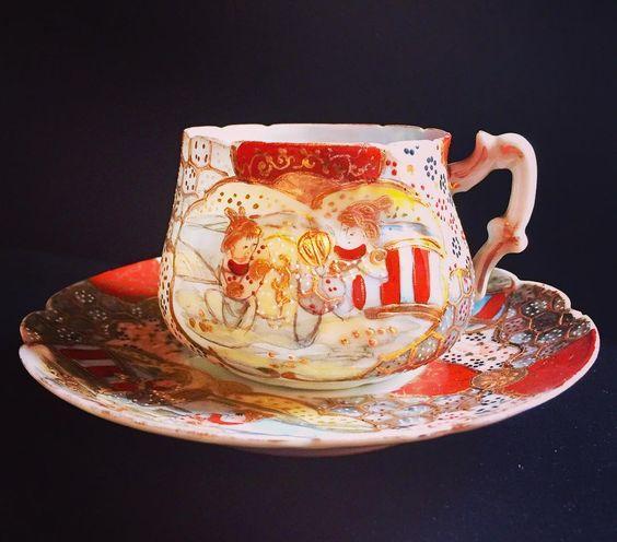 На данном изображении может находиться: кофейная чашка и в помещении