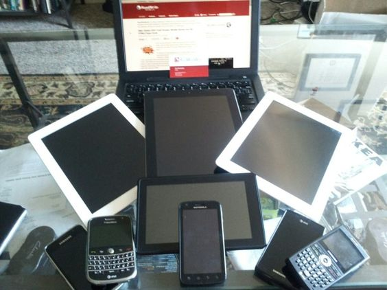 In 2011, a Billion Smart Devices and Counting    There are nearly 7 billion people in the world. In 2011, a smart device - be it a tablet, smartphone or a PC - was sold for one out of every seven of those people, according to estimates from International Data Corp.