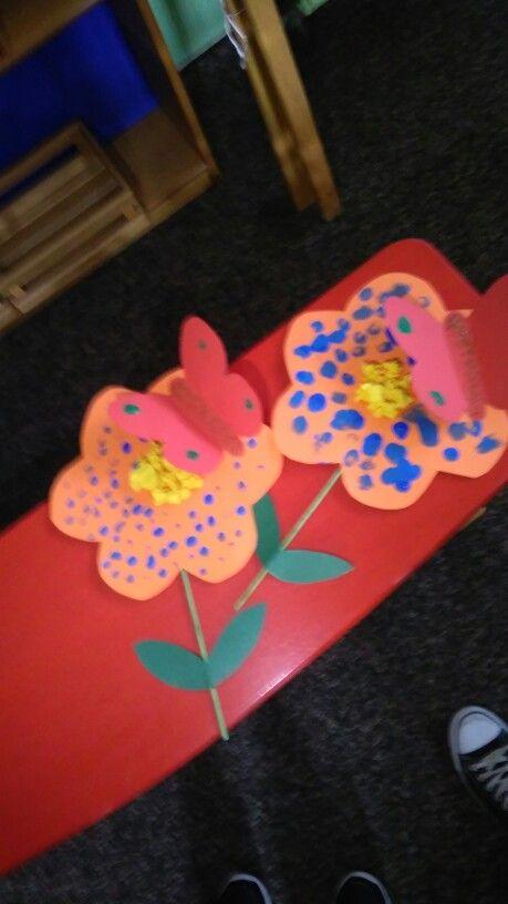 Λουλουδι με πεταλουδα