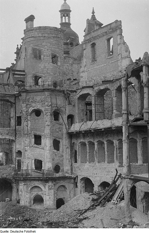 Fotothek Df Roe Neg 0000667 004 Innenhof Des Zerstorten Dresdner Residenzschlosses Jpg Dresden Alte Architektur Historische Fotos