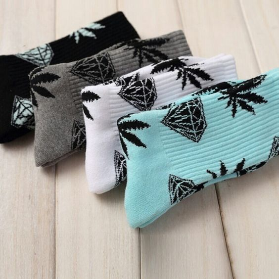 DIAMOND X Weed Socks DIAMOND X Plant Life Weed Leaf/Marijuana Crew Socks UNISEX White/Black Accessories Hosiery & Socks