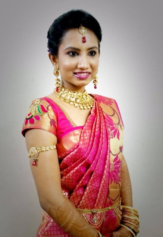 Traditional Southern Indian Bride Wearing Bridal Hair ...