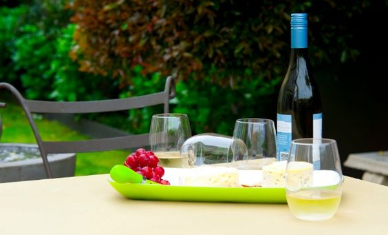 The Perfect Wine And Cheese Gift Set For Outdoor Entertaining Govino Pinterest