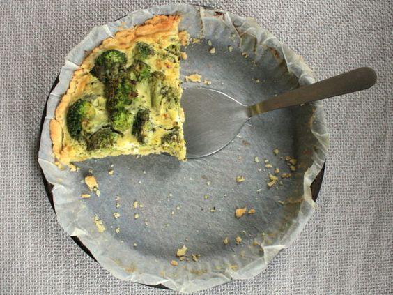 Tarte aux brocolis, chèvre frais & pesto