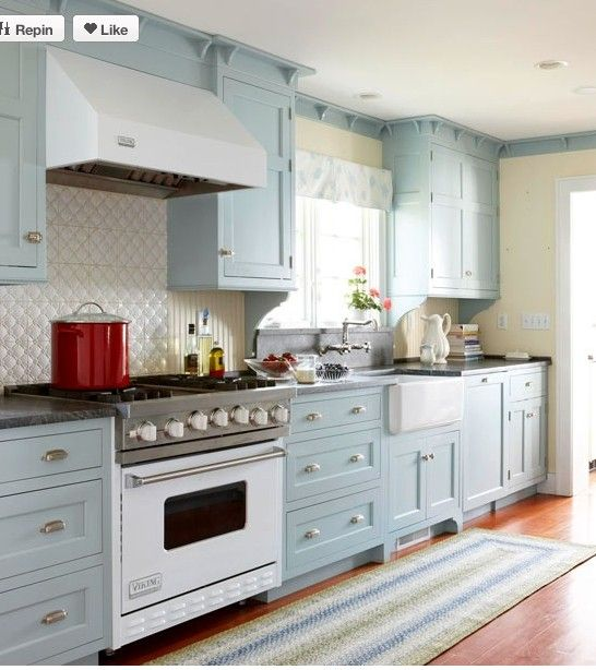Country kitchen ideas cabinets kitchens and cabinet colors for Country kitchen paint color ideas