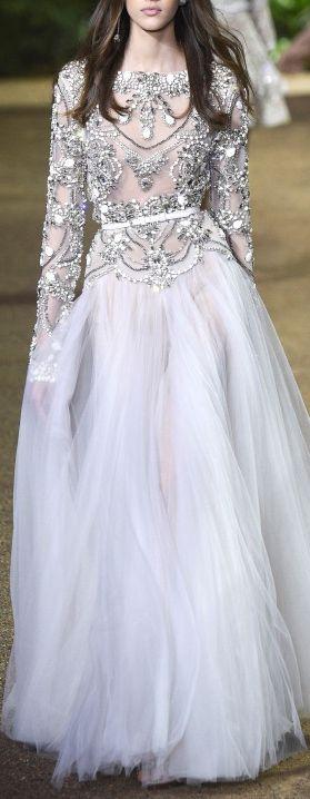 Vestido com corpo bordado de Elie Saab, 2016