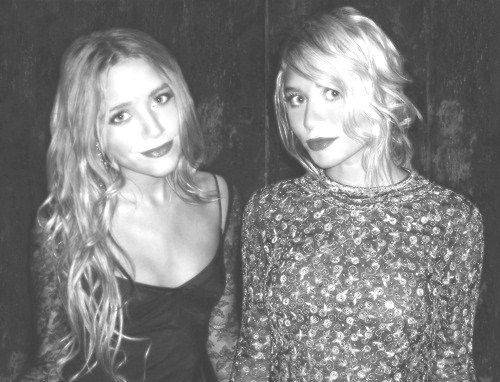 Olsen: Red Lipsticks, Olsen Sisters, Favorite Celebs, Mary Kate Ashleyolsen, Ashley Olsen, Mary Kate Olsen, Style Icons, Hair Color, Olsen Twins Foreverfashionable