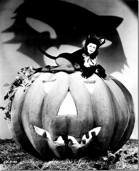 Classic Hollywood actress Yvonne De Carlo, vintage Halloween pin-up girl photo