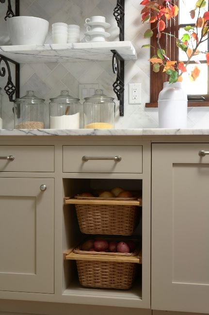 Eileen's kitchen!  Designed by Kathryn Olmstead.  Photo by Susan Gilmore