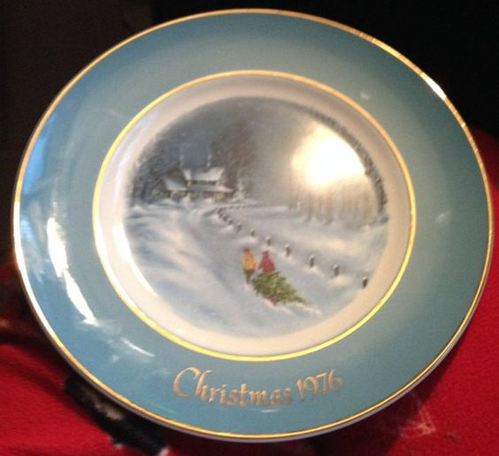 """Vintage (c.1976) Enoch Wedgewood Christmas Series plate """"Bringing Home the Tree"""".  Made in England exclusively for Avon.  MINT!"""