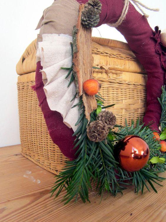 Türkränze - Wilder Weihnachtsschmuck Leinen Beeren Weinrot - ein Designerstück von 13-simple-things bei DaWanda