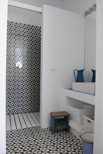 Oh love this tile work salle de bain carrelage retro for Carrelage retro