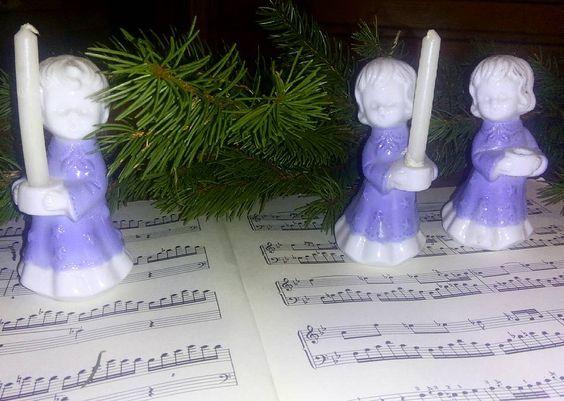 Die Vorbereitungen für die Weihnachtszeit gehen los. Unsere Kleinste im Chor muss noch seine Kerze wieder finden.  #weihnachten #woistdiekerze #wohnartistin #ohdufröhliche #kleinigkeiten #antiquitätenkaiser #wohneinrichtung #wohnen #stöbern #blog