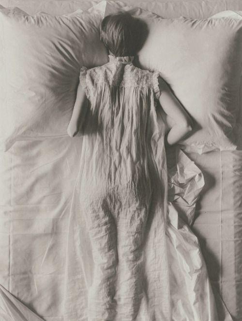 Jean Patchett photographed byIrving Penn, 1949.