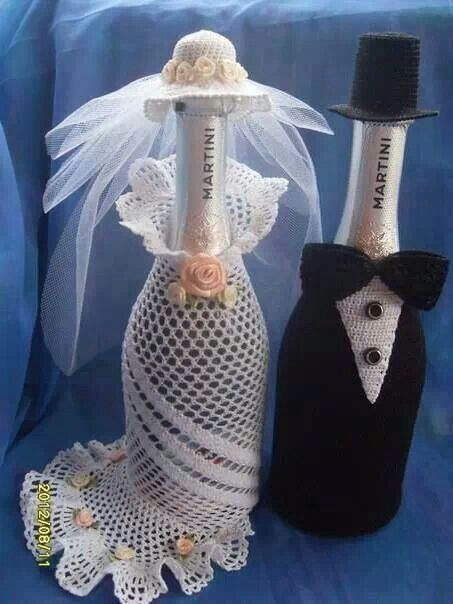 I searched for a pattern, but found nothing on this. Although it is a cute way to spruce up a wine bottle. (LC)
