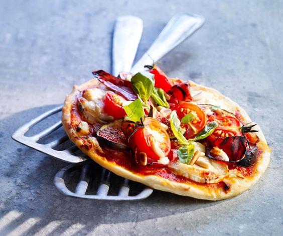 Pour un repas facile et rapide à faire, nous vous proposons une recette de pizza fine à base de parme, de figues et de miel.
