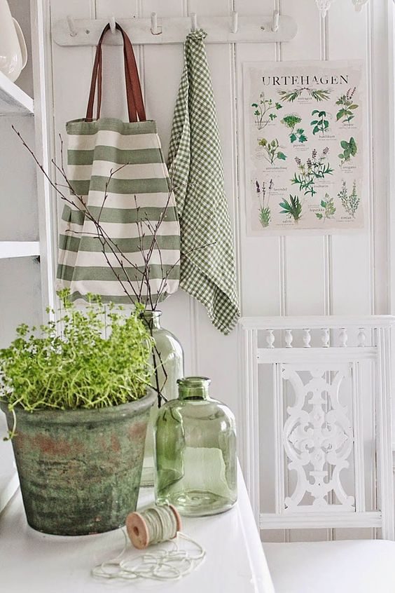 How To Use Greenery, Pantone's Color of the Year 2017 - MarilenStyles.com