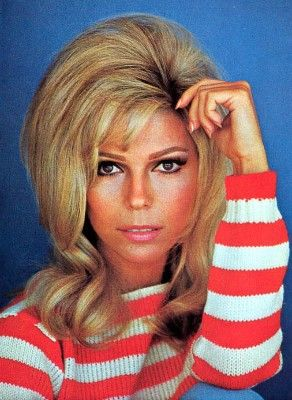 nancy sinatra: Frank Nancy Sinatra, Nancy Sinatra S, Sinatra S Song, Favorite Hairstyles, Sinatra 60S, 60S Womens, Retro Style, 1960S Hair
