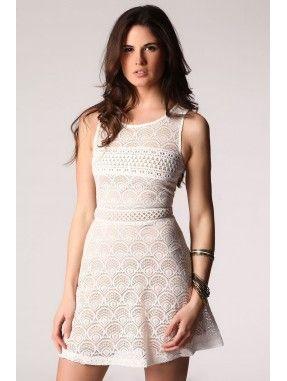 *Witte kant skater jurk van lichte wimper kant.  Gedeeltelijke,contrasterende voering en ronde halslijn.