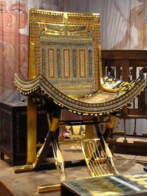 *TUTANKHAMUN TREASURES: Throne made by Egyptian artist in Cairo + of exceptional quality.  Copy of artifact from King Tut's Tomb.