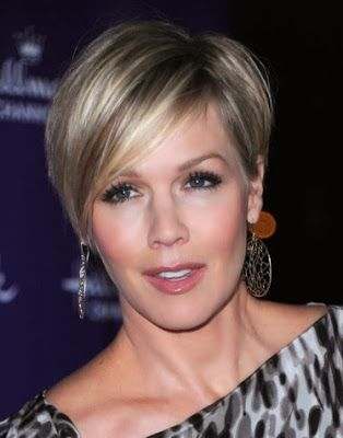 pixie haircuts for round faces  jennie garth short pixie